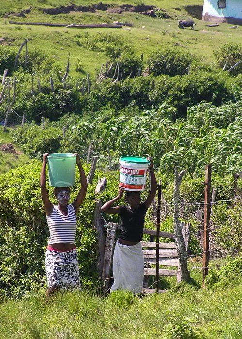 Mamas carrying wwater